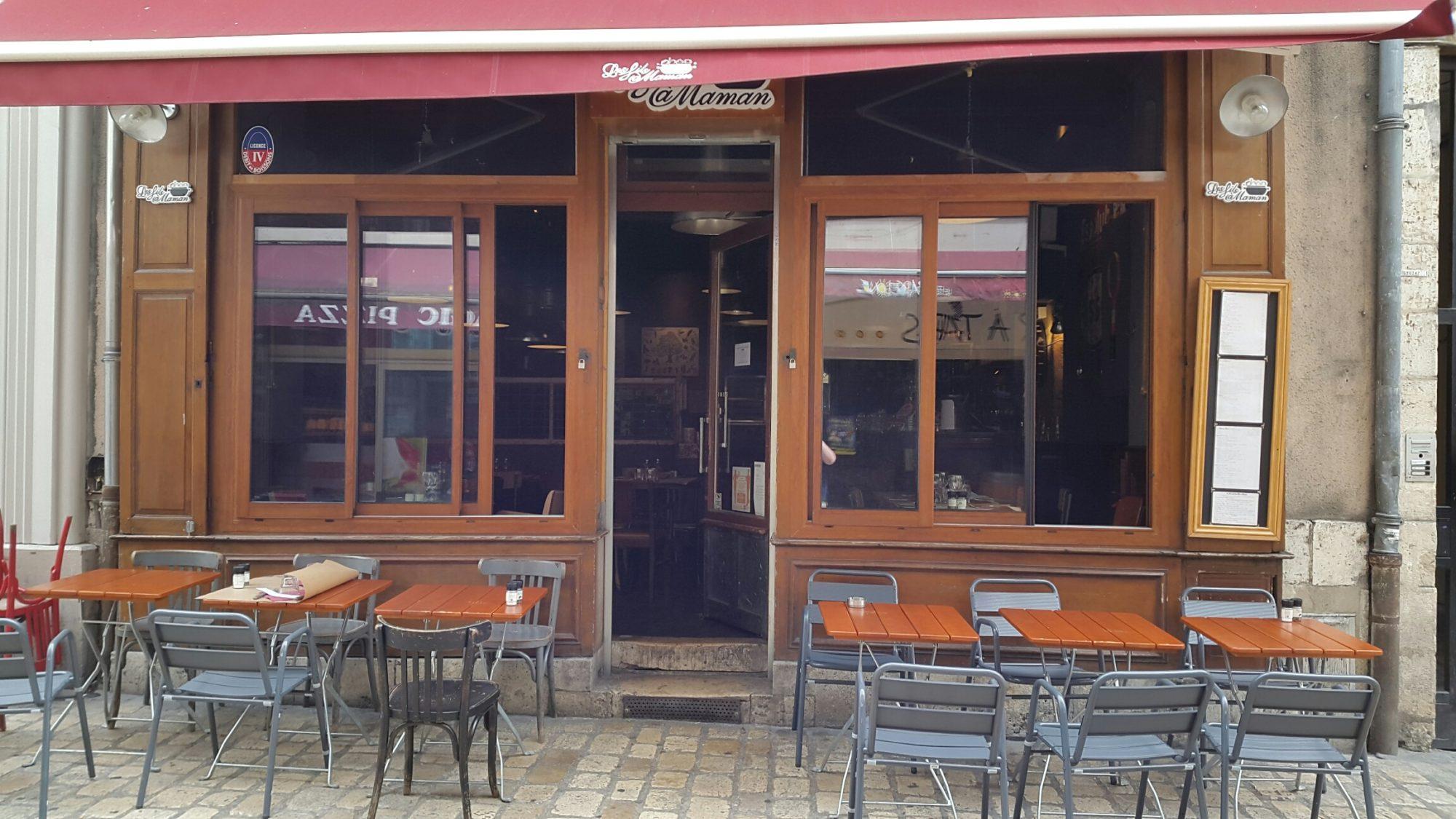Salle ou terrasse de restaurant à Orléans